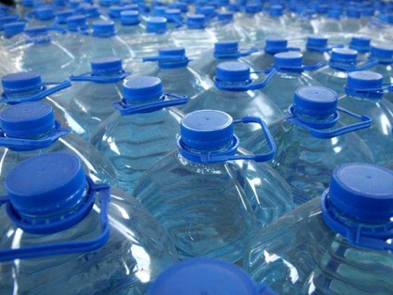 Вода в бутылках!