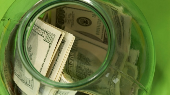 Человек дающий деньги под проценты