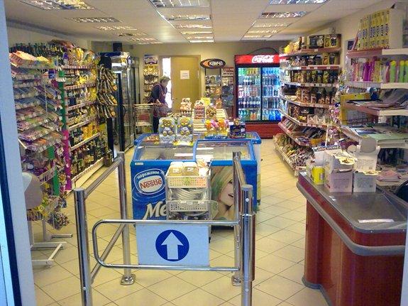 минимаркет с входом