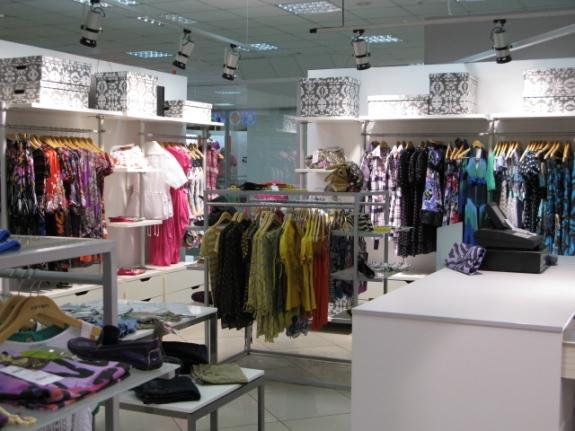 Зал магазина одежды!